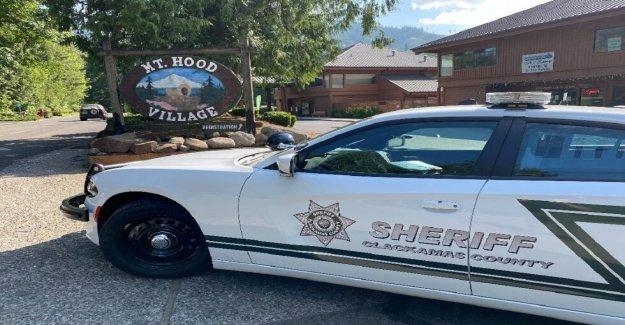 Oregon oficial de la policía mató a balazos a hombre en crisis de salud mental y de los heridos de ayudante del sheriff, los funcionarios dicen