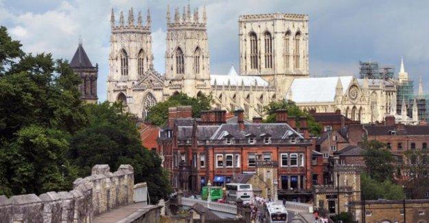 PM sugiere York como temporal del Parlamento casa