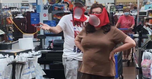 Pareja que llevaba esvástica máscaras prohibió a Walmart por un año