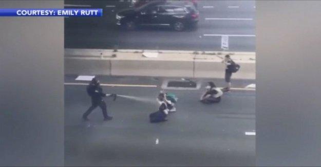 Philly oficial que rociados con gas pimienta a los manifestantes pacíficos con cargos de asalto