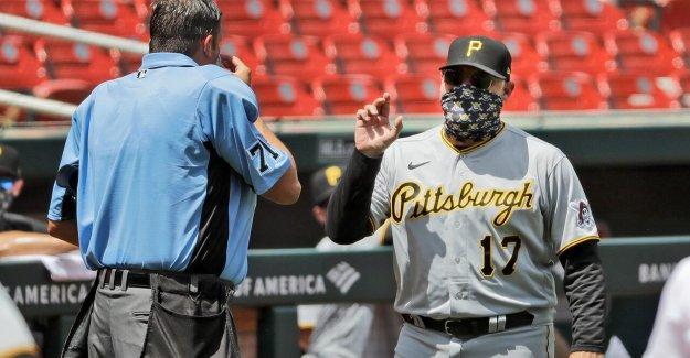 Piratas' Derek Shelton, juez de argumentar acerca de eyección, pero asegúrese de que sus rostros estaban cubiertos