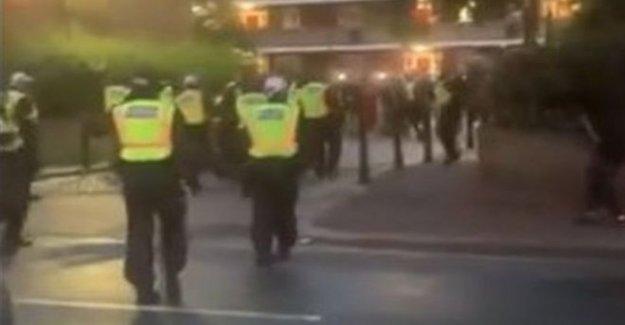 Policía herido romper ilegales evento de música