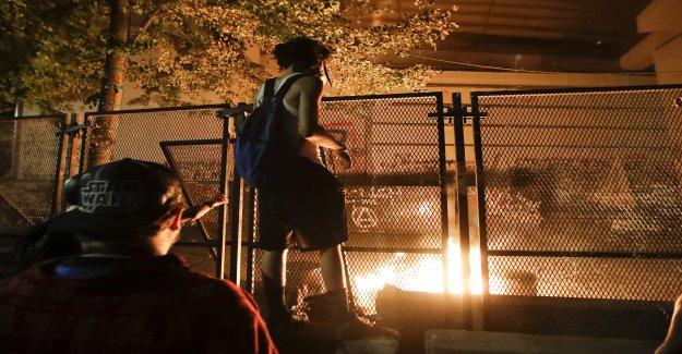 Portland hits federales con multa de $500 cada 15 minutos de la valla se encuentra fuera sitiada palacio de justicia