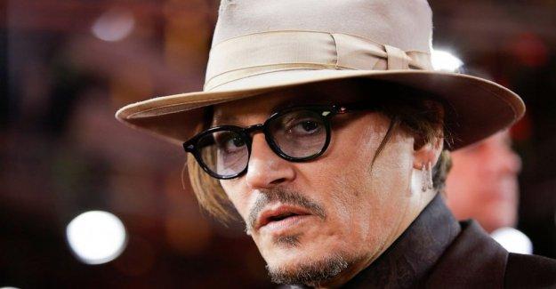 Reino unido el juez rechaza tabloide oferta para tirar Depp demanda por difamación