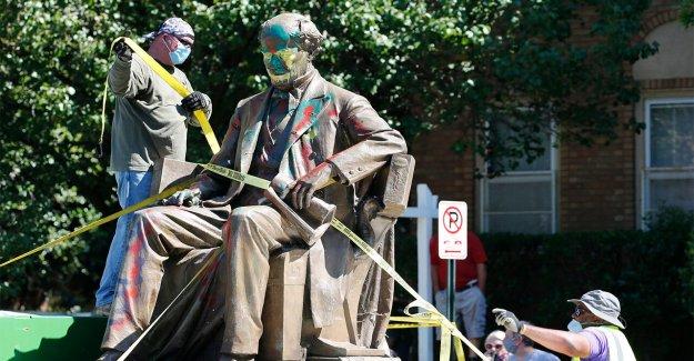 Richmond va a desmantelar 11 estatuas con la Confederación de los vínculos en general, el alcalde dice que, como la 2ª monumento viene abajo
