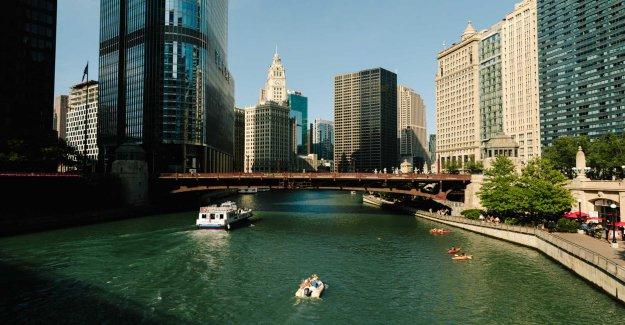 Río Chicago barco naufraga; 9 rescatado, niño en estado crítico, informes dicen