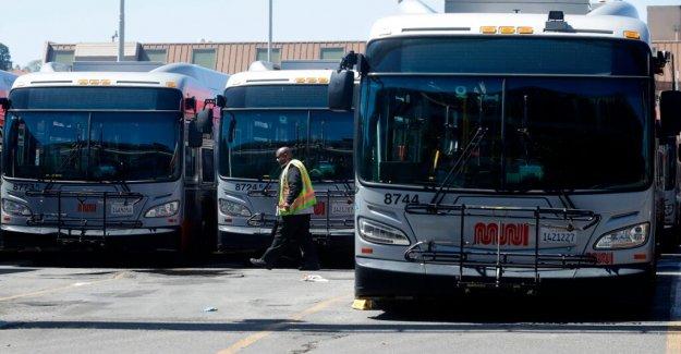 San Francisco conductor de autobús golpeado con un bate de béisbol después de preguntar a los pasajeros a usar máscaras: la policía