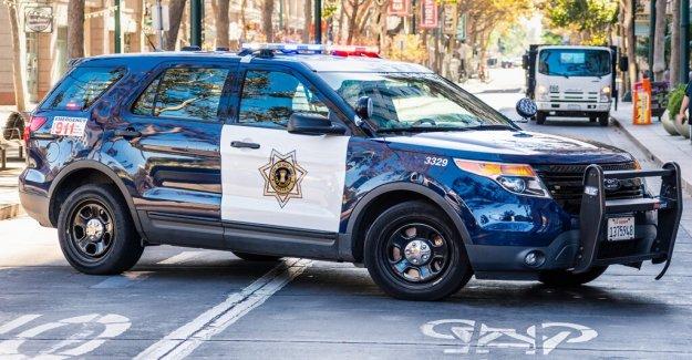 San José funcionario se ve en el video patadas, arrastrando a la mujer en el Mcdonald's de estacionamiento colocado en el escritorio deber