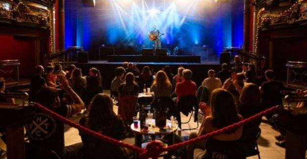 Socialmente se distanció de juicio concierto 'no éxito'