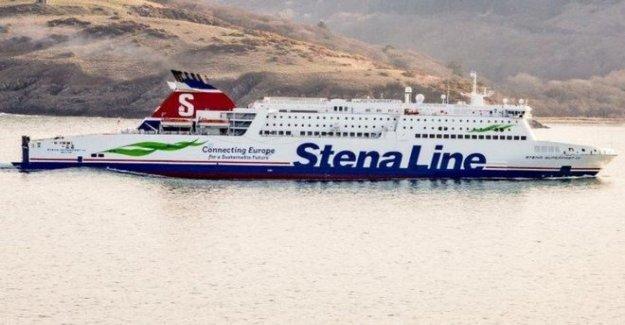 Submarino cerca de perderse en peligro de extinción ferry de pasajeros
