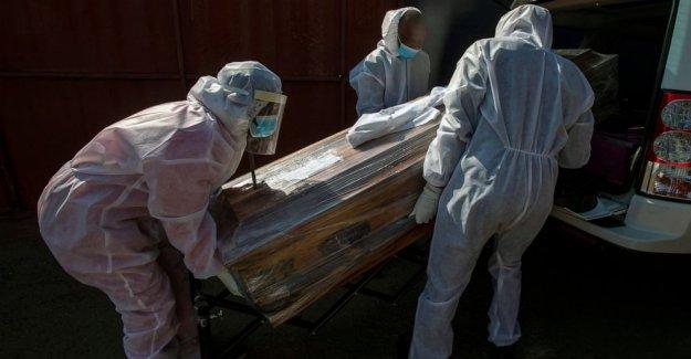 Sudáfrica es el exceso de muertes oleada de virus como 'wildfire'