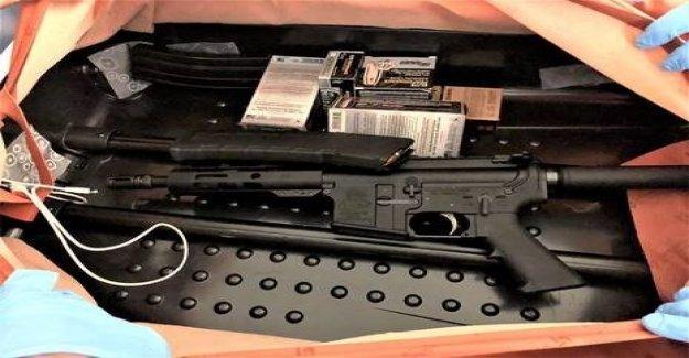 TSA capturas de Nueva Jersey de pasajeros con rifle de asalto 'ingeniosamente oculto' detrás de la maleta forro