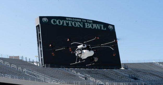 Texas estadios, ayudando a luchar contra el coronavirus con desinfectante fumigación de los drones