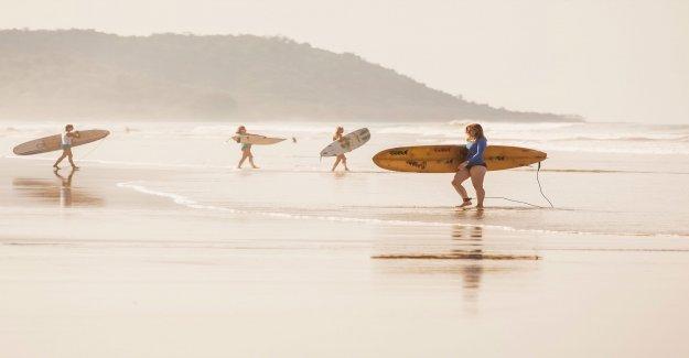 Texas surfista, 67, ayuda a ahorrar 2 mujeres de Hanna agua en bruto: los informes
