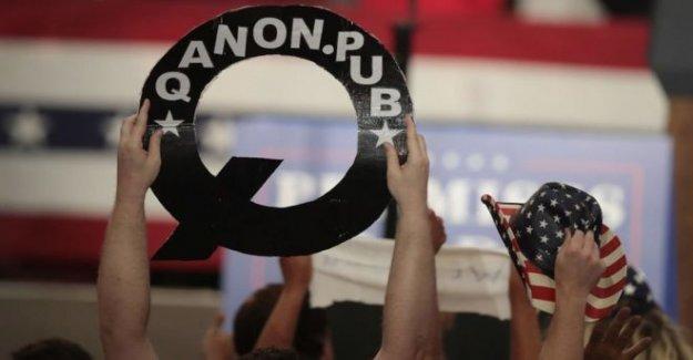 TikTok bloques QAnon teoría de la conspiración hashtags