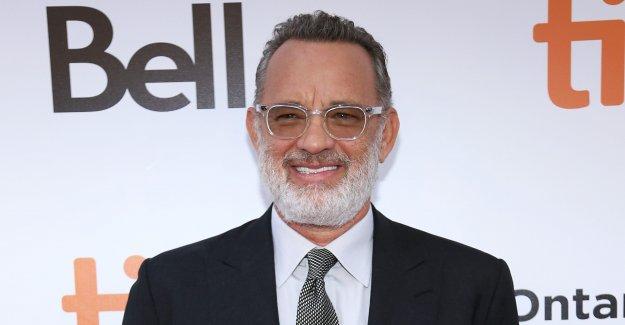 Tom Hanks se sumerge en su cumpleaños: 'Este Galgo es de 64!'