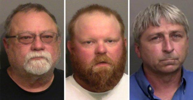 Tres Georgia hombres acusados de asesinar a Ahmaud Arbery se declara no culpable