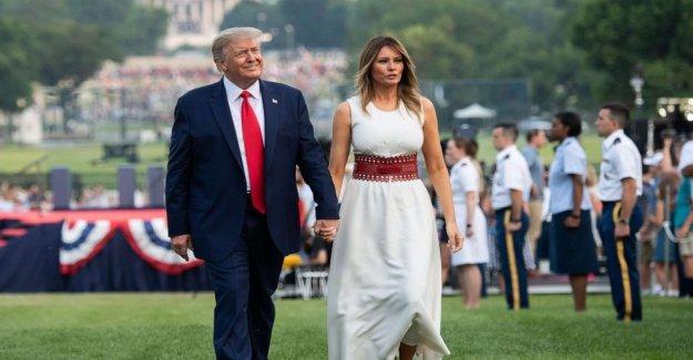 Trump devuelve a la defensa de las estatuas, de los ataques de los medios de comunicación en el 4 de julio de comentarios