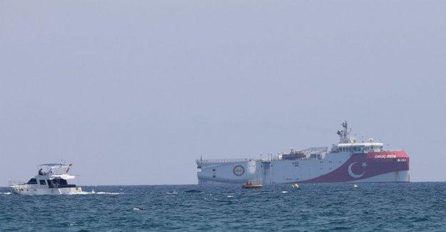 Turquía a suspender la investigación en aguas en disputa con Grecia