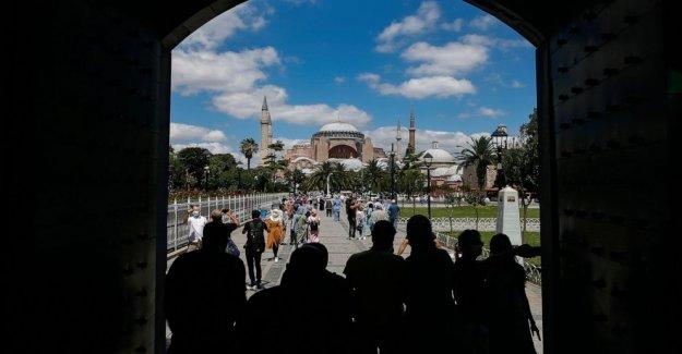 Turquía nombres de 3 imanes, incluyendo al profesor, para la iglesia de Santa Sofía