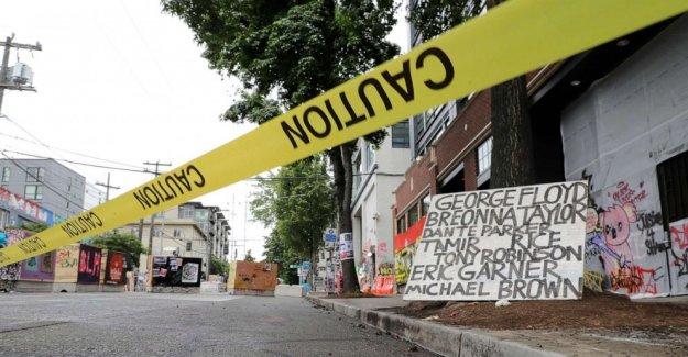 Vehículo golpea a varias manifestantes en Washington, 2 personas enviadas al hospital