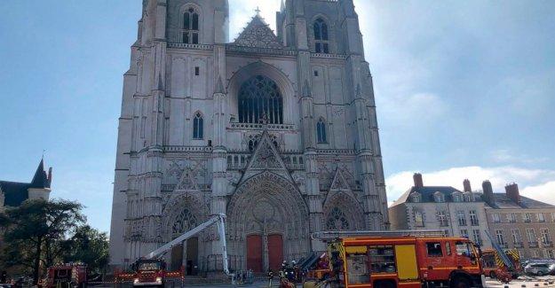 Voluntario de la iglesia admite ataque incendiario en la catedral francesa