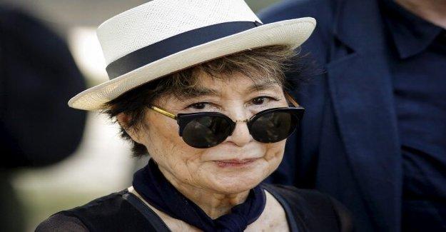 Yoko Ono, 87, enfermo y el uso de silla de ruedas, es la desaceleración, los' insiders dicen