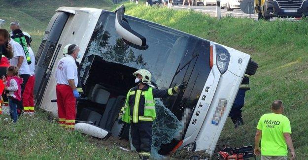 1 muerto, 3 gravemente herido en accidente de autobús en Hungría