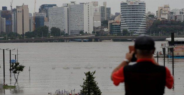 1 muertos, 5 desaparecidos como los barcos de golpe en Corea del sur aguas de la inundación