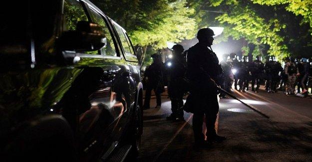 2 Portland agentes de la policía herido, 16 manifestantes arrestados durante la tarde-noche de protestas