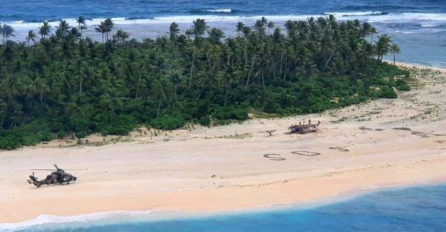 3 hombres rescatados de la isla del Pacífico después de escribir SOS en la arena