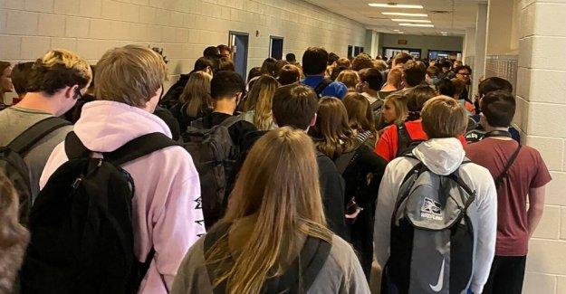 9 personas positivo en la prueba de coronavirus en la escuela Georgia que fue viral para concurridos de la foto
