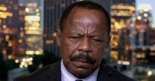 Abogado de derechos civiles explosiones Partido Demócrata: Ellos creen que cada hombre Negro tiene que votar por ellos