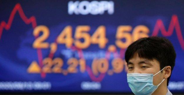 Acciones asiáticas mixto, dirigido por Tokio ganancias, después de que Wall St rally