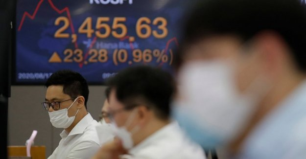 Acciones asiáticas se mezclan en la débil China de datos, las preocupaciones sobre la pandemia