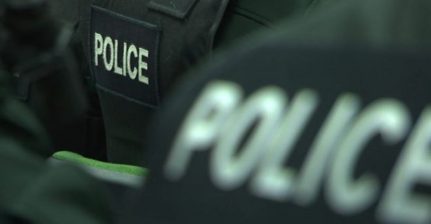 Agentes de la policía heridos durante hoguera de eliminación
