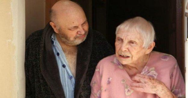 Algunos días estoy agotado, dice a los 93 años cuidadores