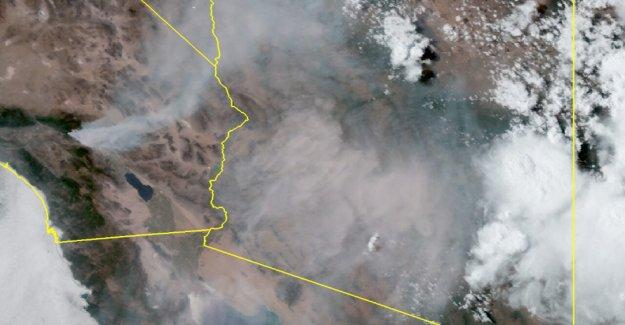 Apple Fuego en California el envío de 'gran área de humo' a Phoenix, a cientos de millas de distancia