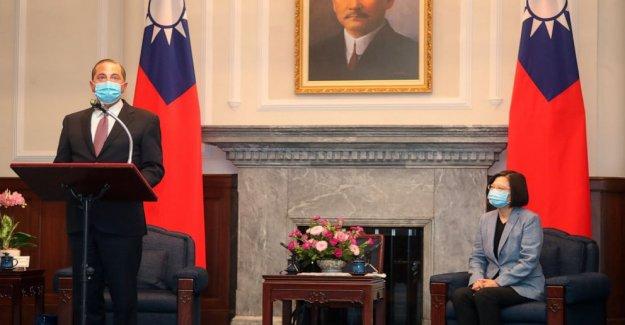 Azar cumple con Taiwán, Presidente Tsai en avance visita