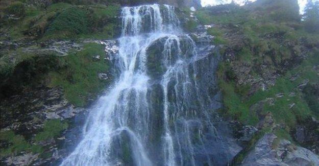 Ballymoney adolescente muere en Wicklow cascada