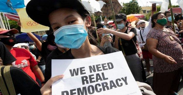 Basado en el Campus Tailandés movimiento de protesta se extiende a llegar a las calles