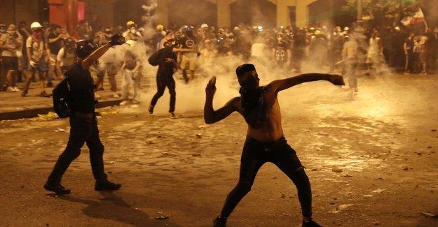 Beirut explosión del número de muertos supera los 200 como tercer Libanés ministro renuncia