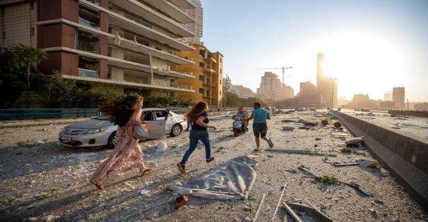 Beirut explosión: los trabajadores de Rescate frenéticamente en busca de sobrevivientes, como el Líbano capital se enfrenta a la devastación