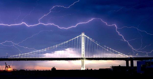 California golpeado por 'frecuencia de los rayos' como el mal tiempo azota la Zona de la Bahía, las chispas nuevos incendios