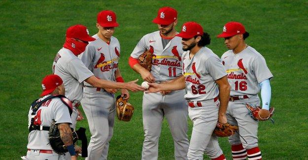 Cardenales, de los Cerveceros de juego aplazado de nuevo después de varios nuevos COVID-19 casos, amenazando la frágil temporada de la MLB: informe
