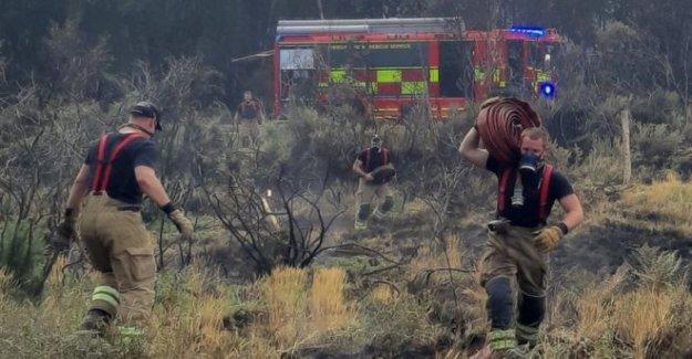 Casas evacuadas como heath fuego continúa
