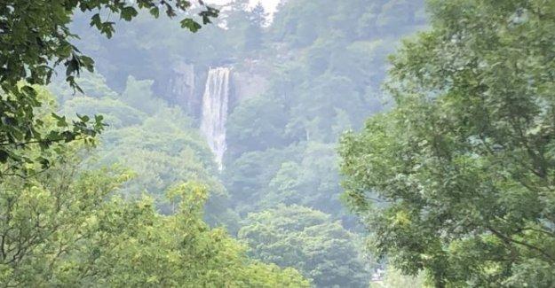 Cascada del pueblo 'no puede hacer frente' con 3.000 visitantes