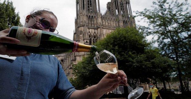 Champagne perder su fizz como pandemia mundial clobbers ventas