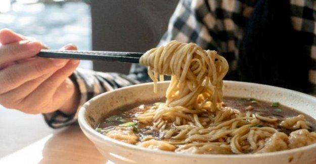China restaurante disculpa para el pesaje de los clientes