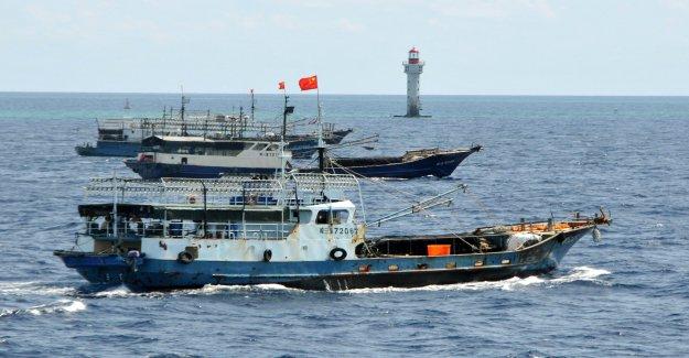 Chino de la flota de pesca cerca de Galápagos aguas protegidas, supuesta falsificación de ubicación GPS